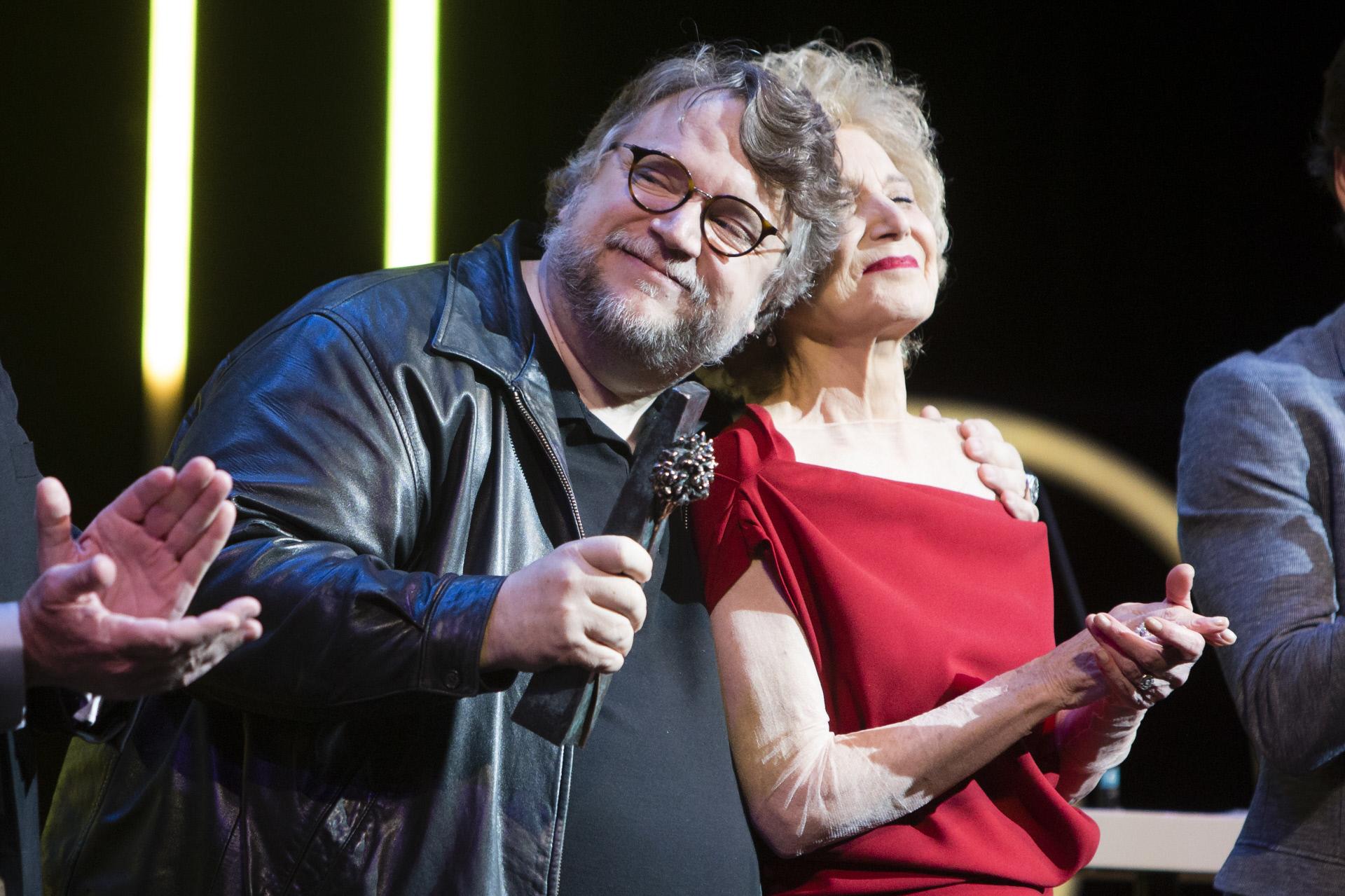 Guillermo del Toro recibe su Premio Málaga de manos de Marisa...