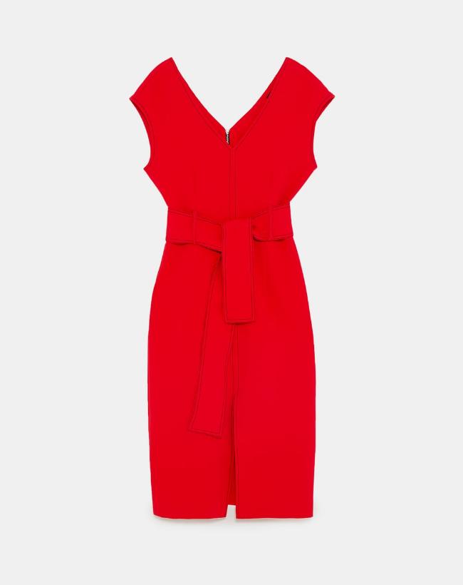 Vestido rojo de zara (29,99 euros).