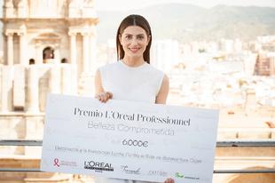La actriz, Bárbara Lennie, recogiendo el Premio Belleza Comprometida...
