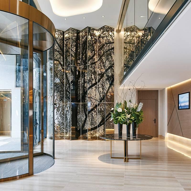 La entrada al Hotel VP Plaza España Design, con auténticas obras de...