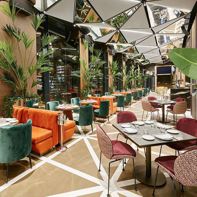 Ginkgo Restaurante & Sky Bar, en la planta 12 del Hotel VP Plaza...