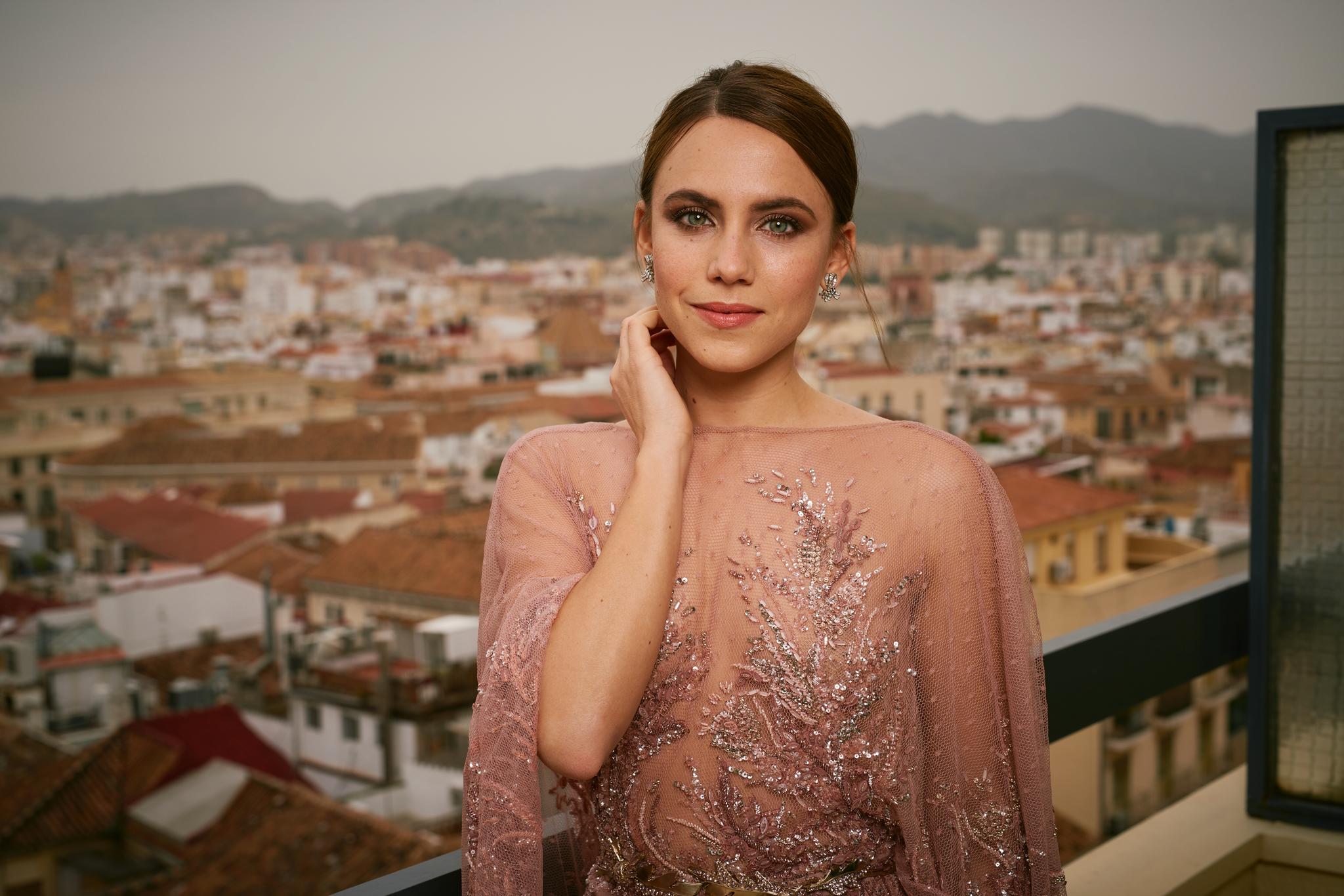 Aura Garrido con el maquillaje de noche perfecto.