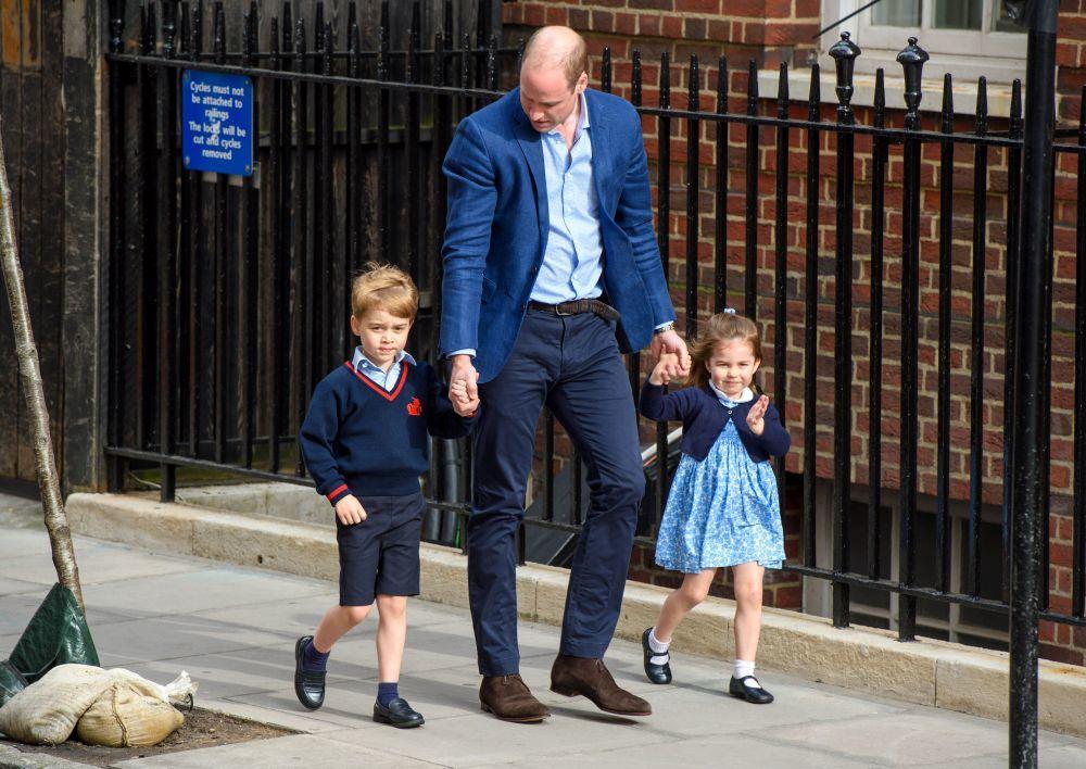 Los príncipes George y Charlotte han acompañado a su padre, el...