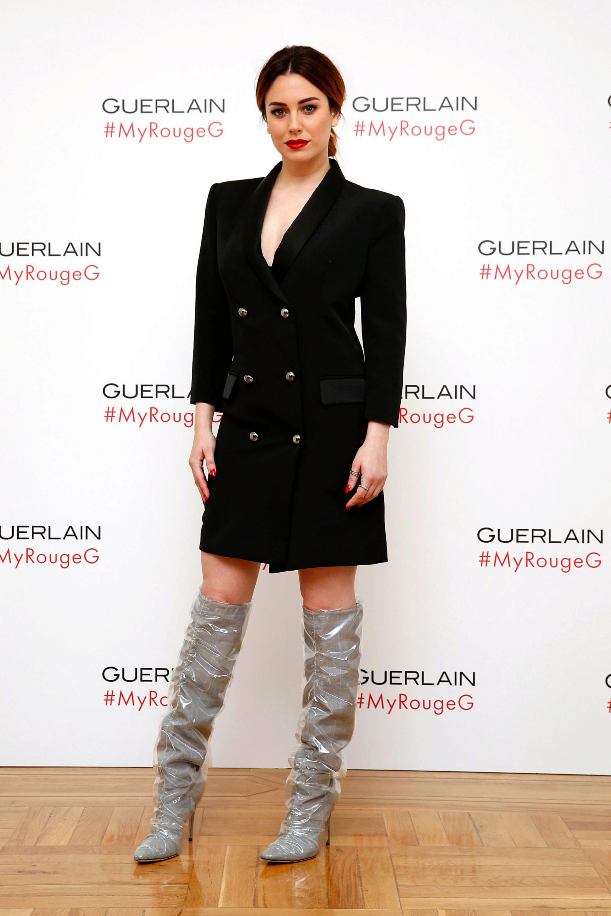 Blanca Suárez con el vestido-<em>blaizer</em> negro y las botas del...