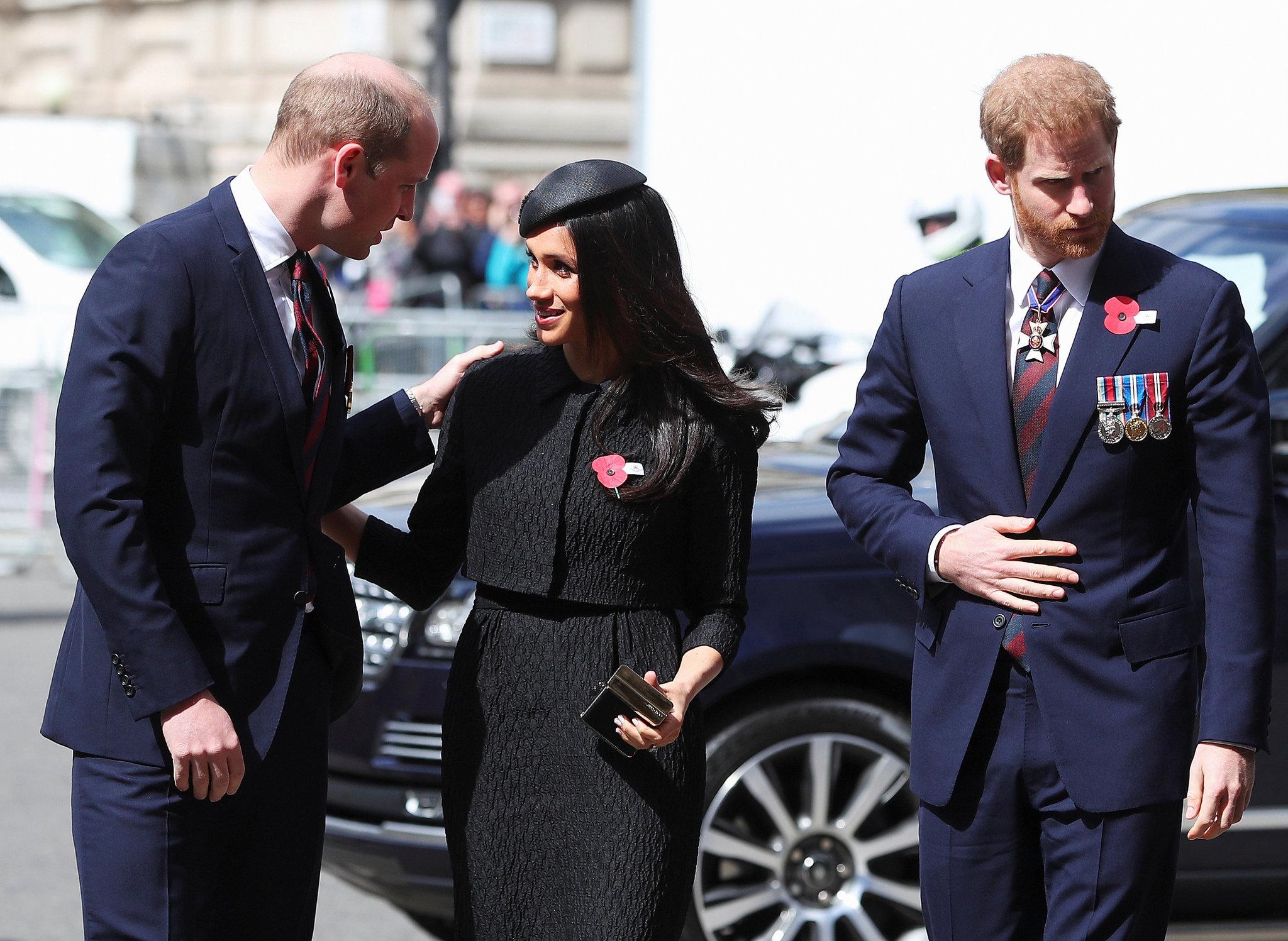 El príncipe Guillermo, el príncipe Harry y Meghan Markle durante el...