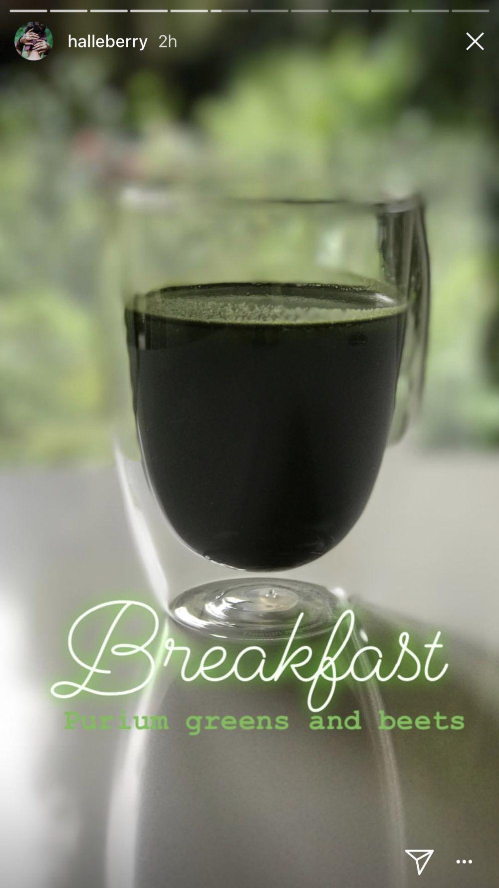 El desayuno de Halle Berry consiste en un licuado de verduras, raíces...