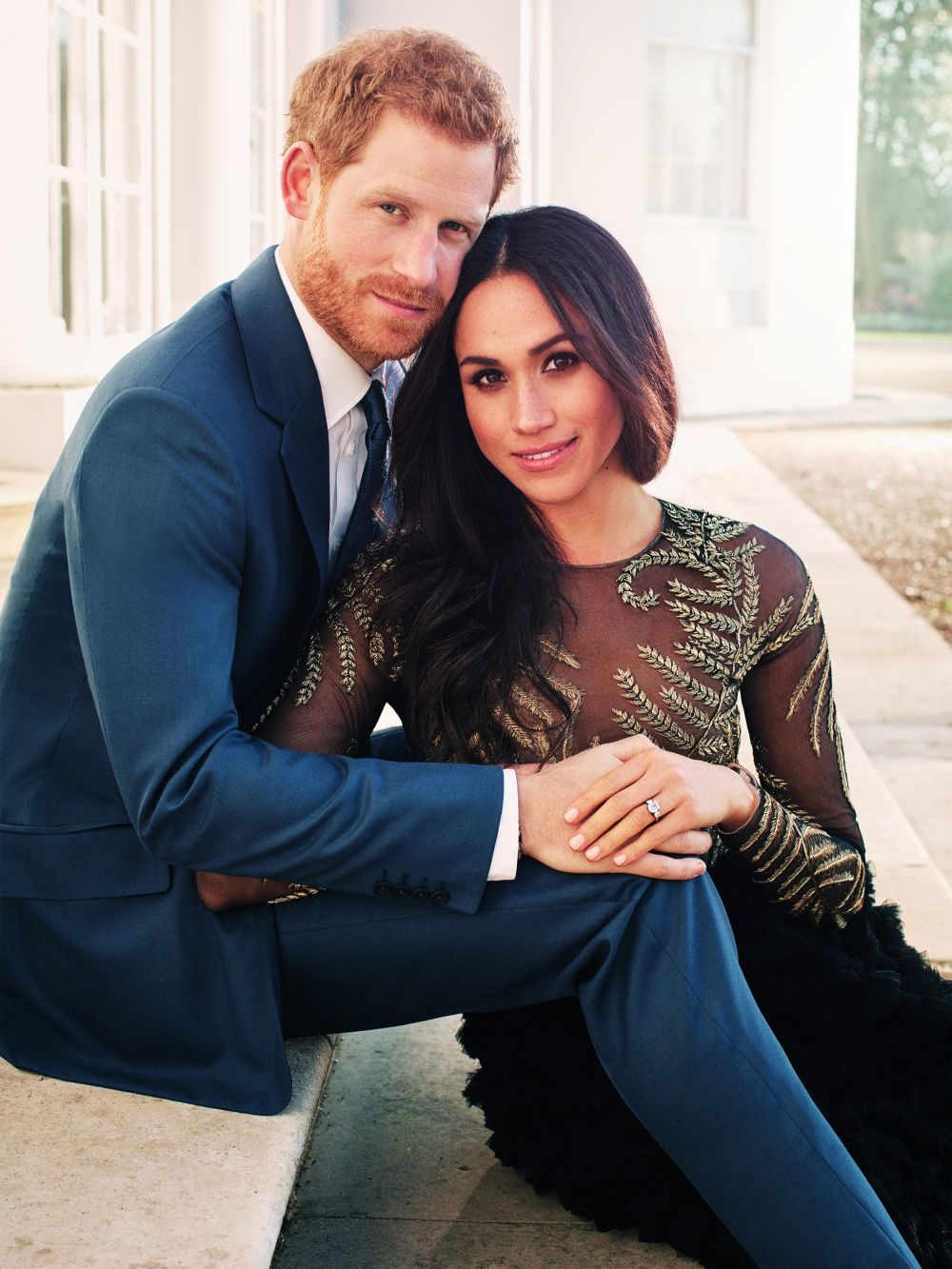 Meghan Markle, junto al príncipe Harry, con un diseño de Ralph&Russo...