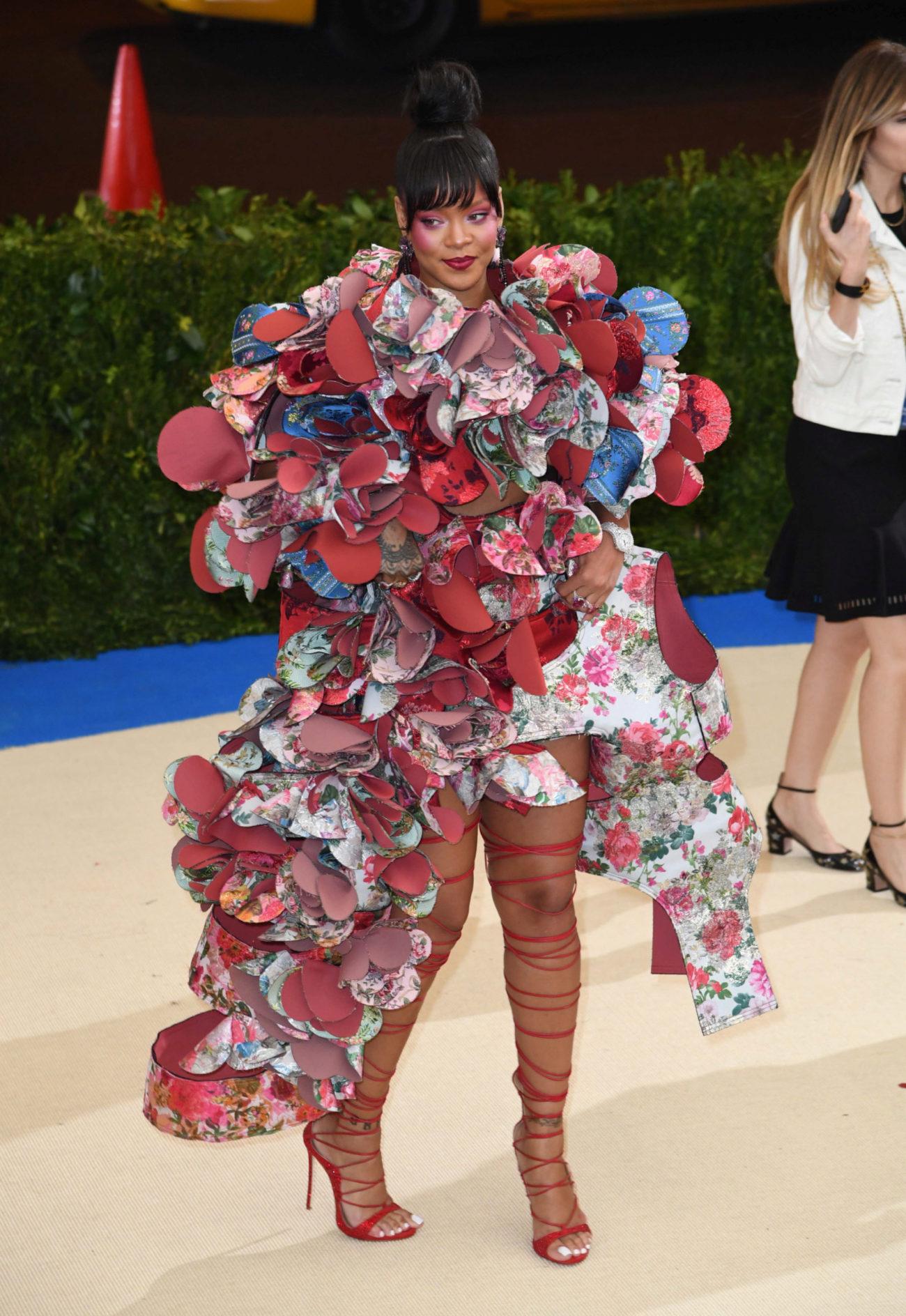 La cantante se decantó por un diseño de Comme des Garçons, que...
