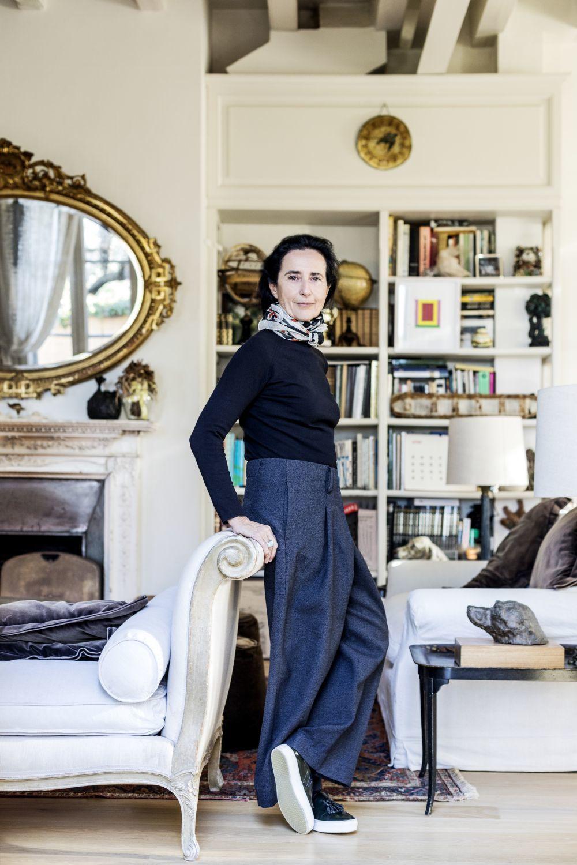 Pilar, apoyada en una chaise longue adquirida en un mercadillo de...