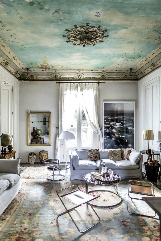 En el salón del piso superior, se recuperaron los frescos originales....