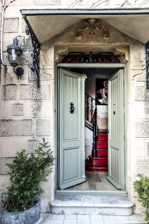 Las puertas de la casa de Pilar.