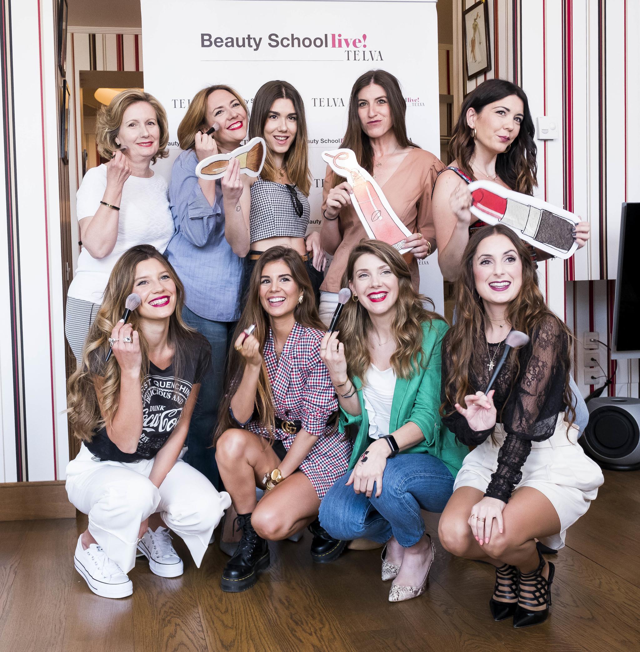 Yael Maquieira con algunas de las asistentes a las clases de Beauty...