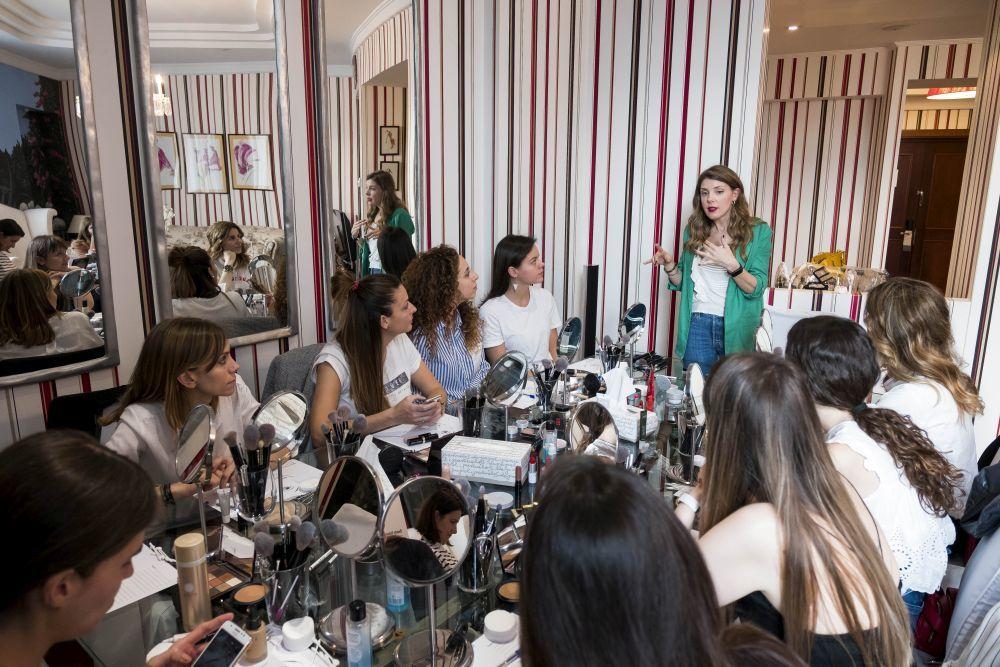 Yael Maquieira con las asistentes al curso de TELVA Beauty School