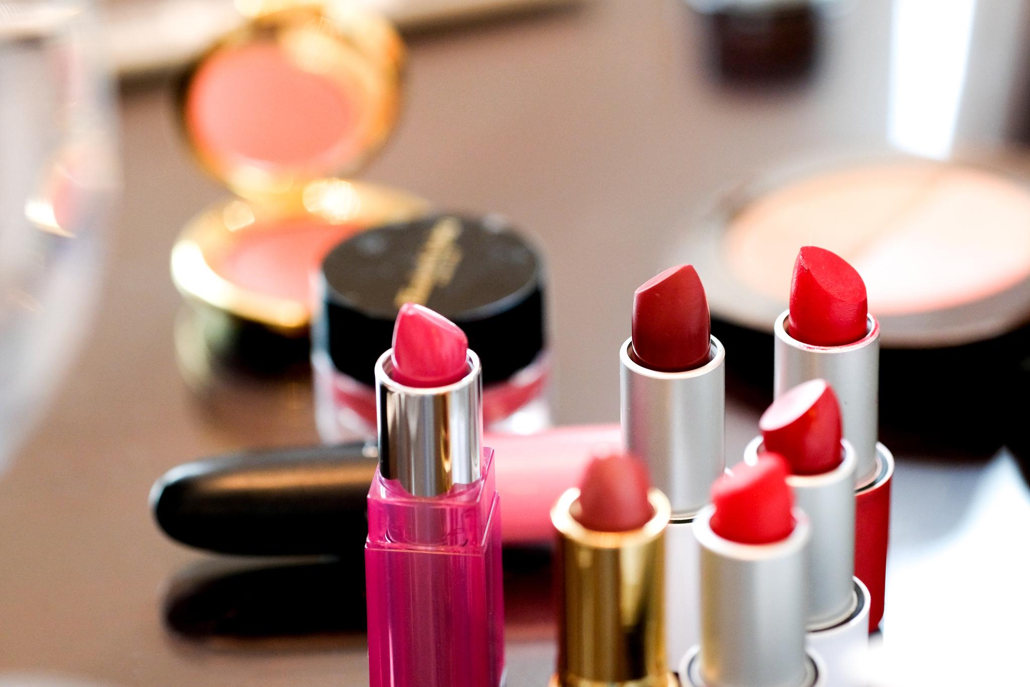 Algunos de los productos que se utilizaron en los cursos de maquillaje