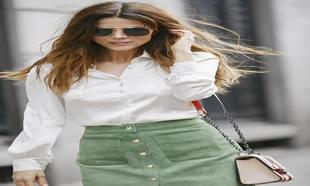 Juana Acosta con camisa de seda y falda de ante de Adriana Iglesias;...