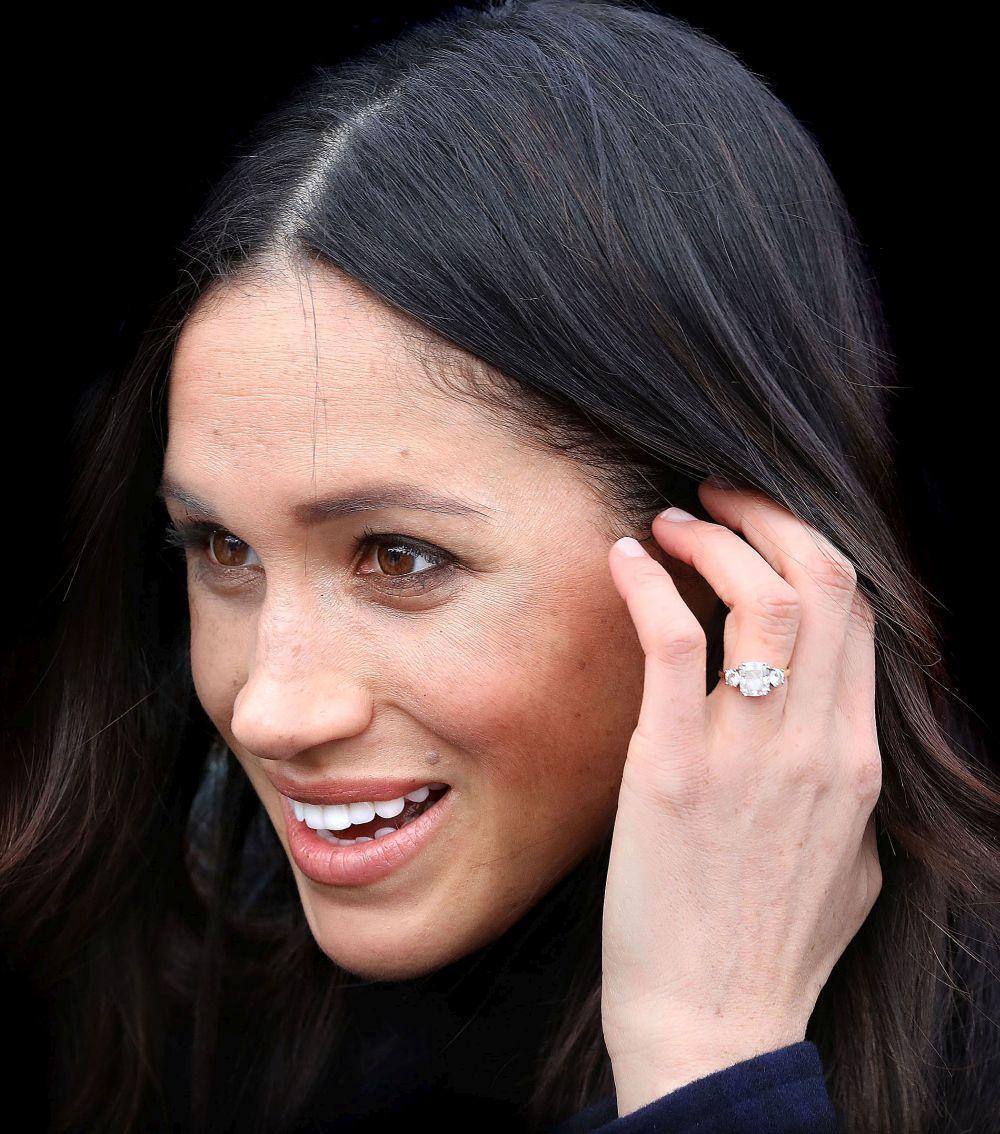 Detalle del anillo de pedida de Meghan Markle.