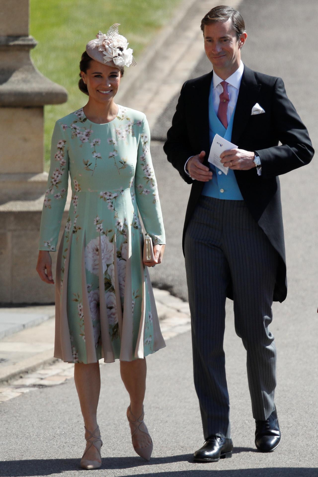 La hermana de Kate Middleton y su marido, entrando en la capilla de...