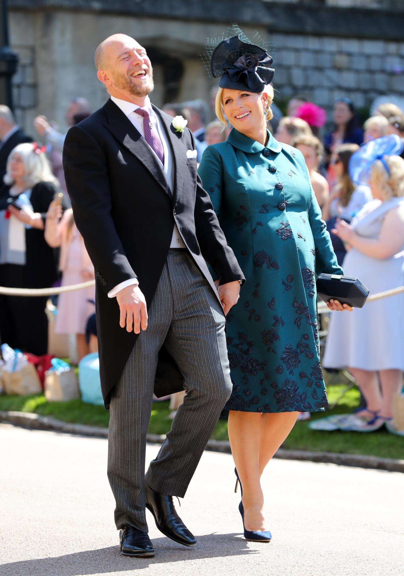 Mike y Zara Tindall, hija de la princesa Ana, a su llegada a la boda...