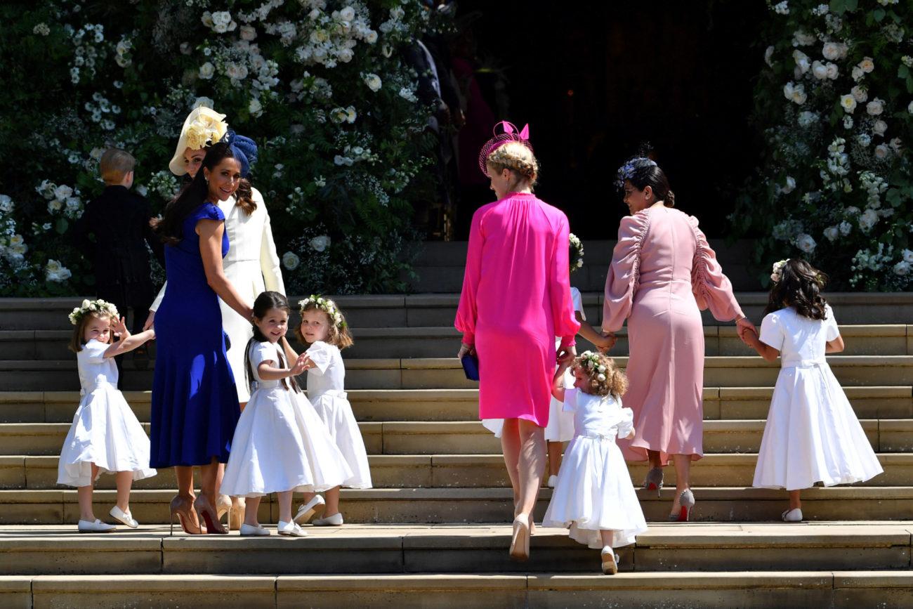 La duquesa de Cambridge junto a la estilista llevan de la mano a las...