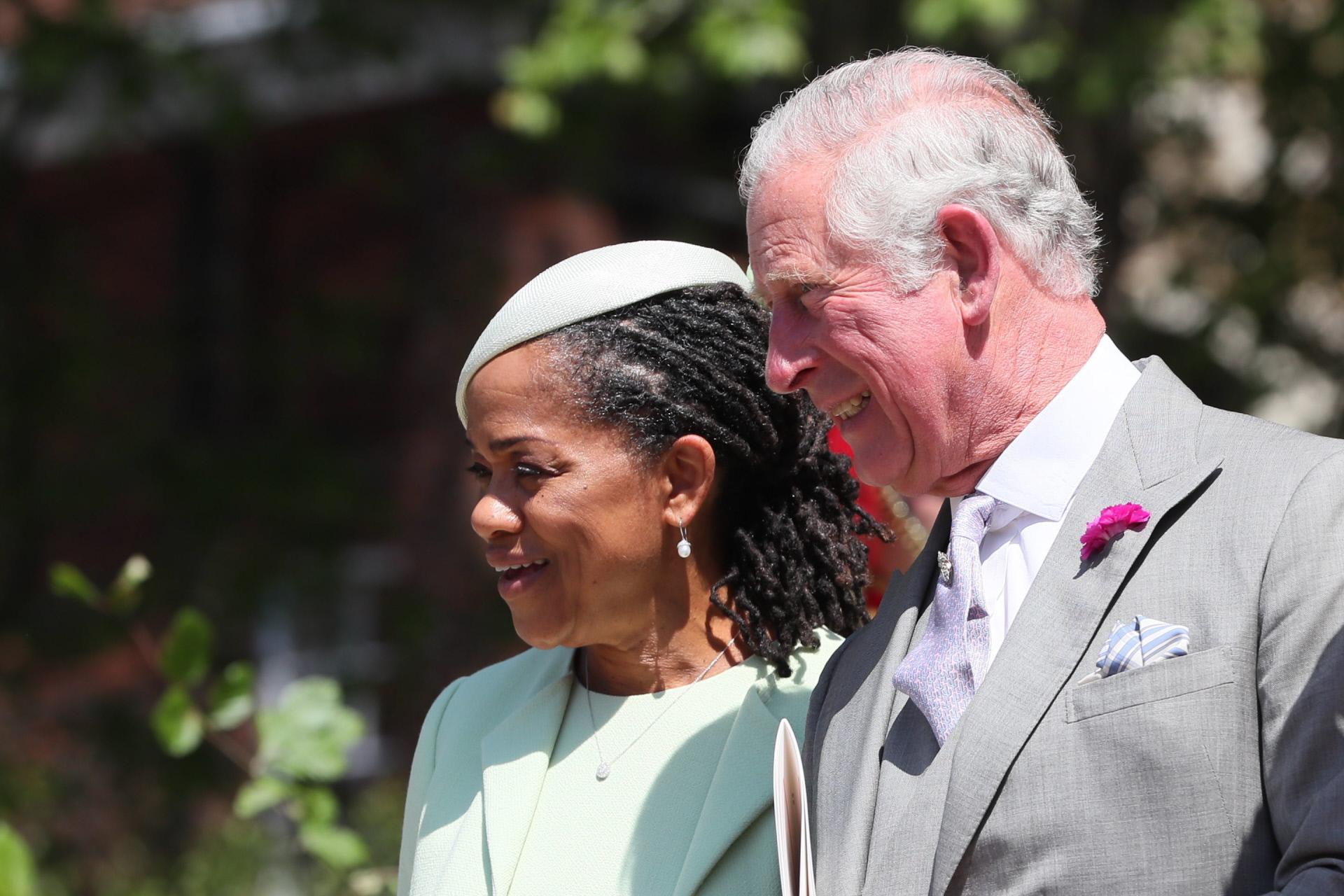 Doria Raglan, madre de Meghan Markle, junto al príncipe Carlos de...