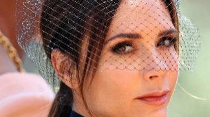 Victoria Beckham: maquillaje en tonos marrones y coleta baja