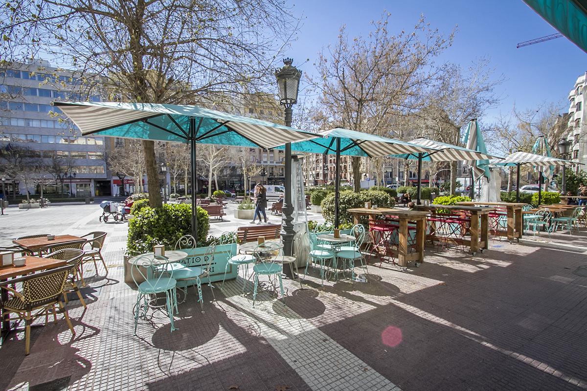 La envidiable terraza del Patio de Chamberí, en plena plaza con el...