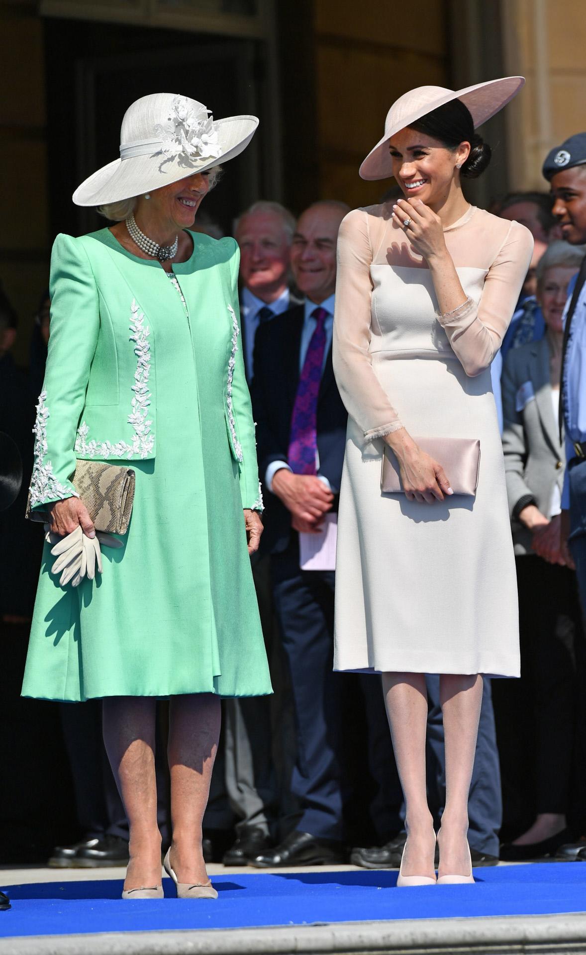 Meghan Markle junto su suegra, Camilla Parker Bowles.