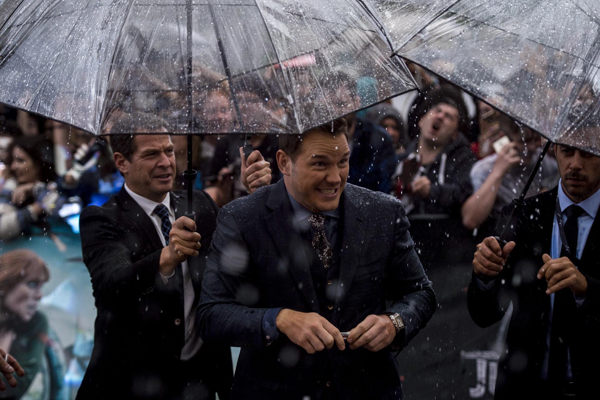 El actor agradeció a sus seguidores que le esperan pese a la lluvia.