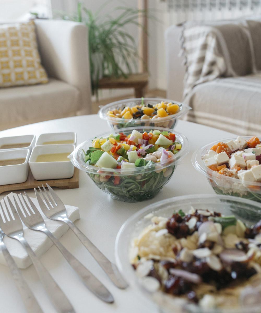 Ensaladas con más de 30 toppings sanos de Fit Food. Una opción ideal...