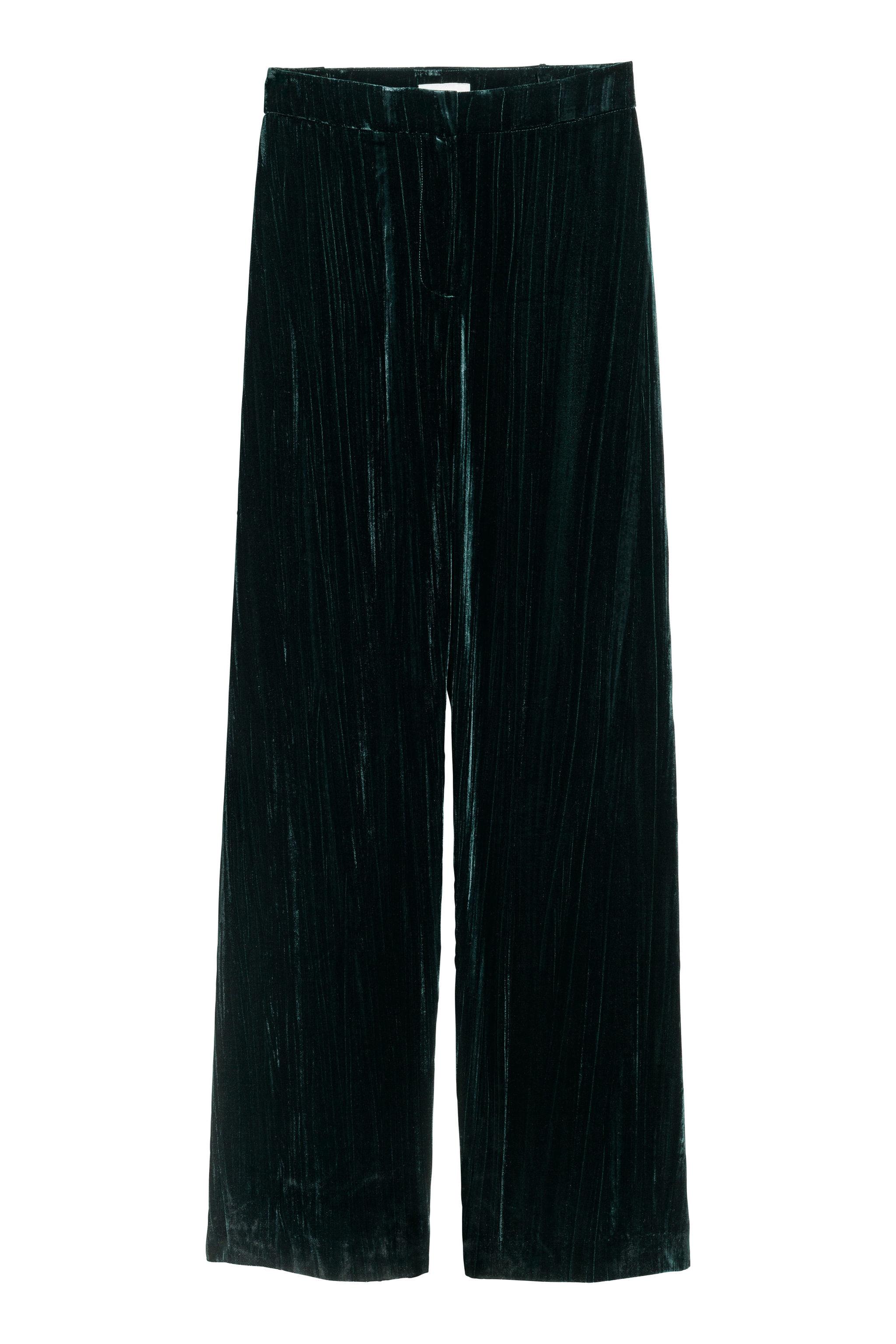 Pantalones de terciopelo, de H&M (23,99 euros).