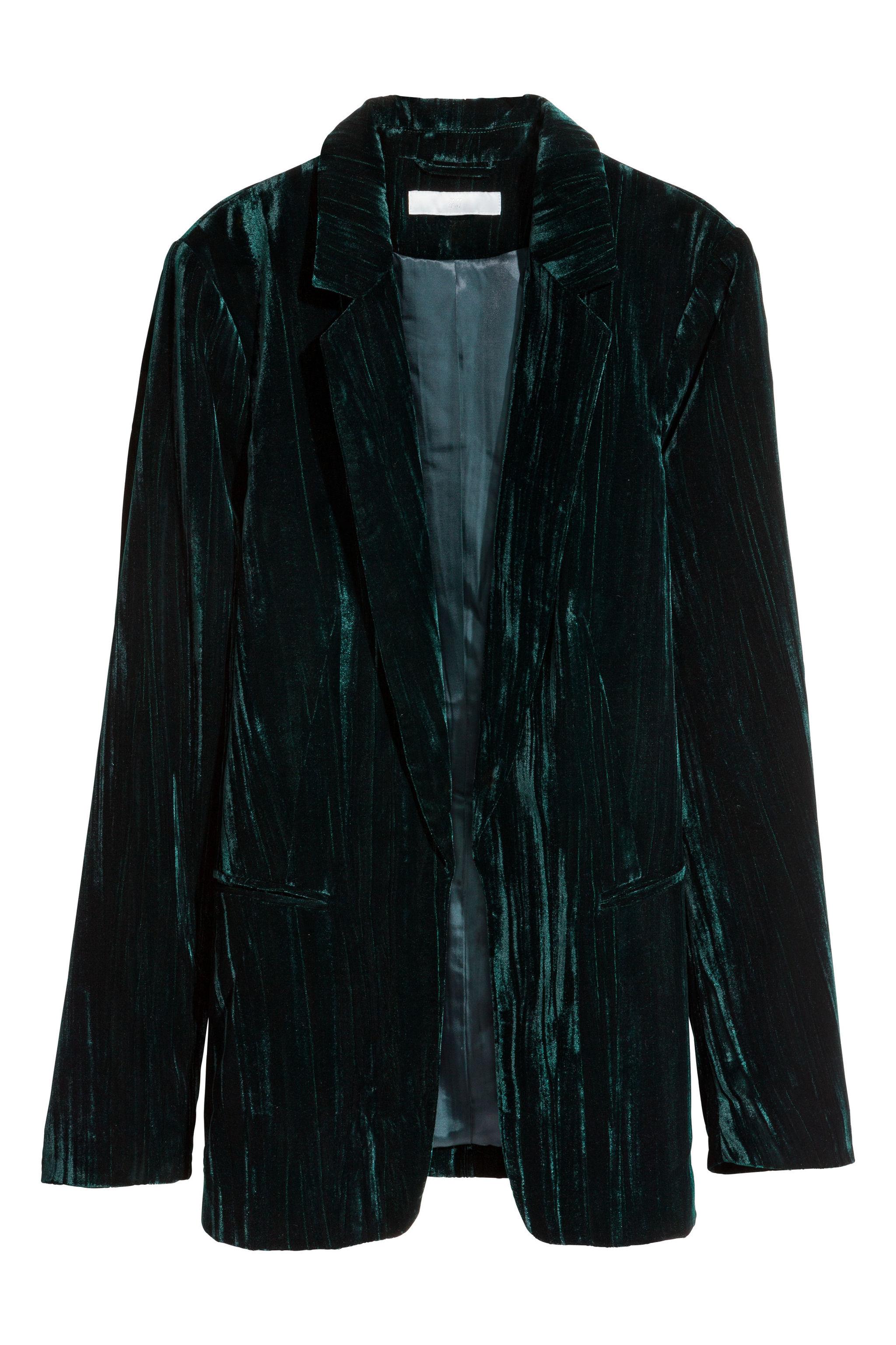 Blazer de terciopelo, de H&M (27,99 euros).