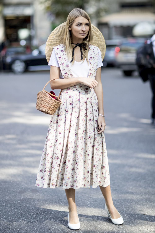 Una tendencia favorecedora: un vestido de estilo pichi, con una...