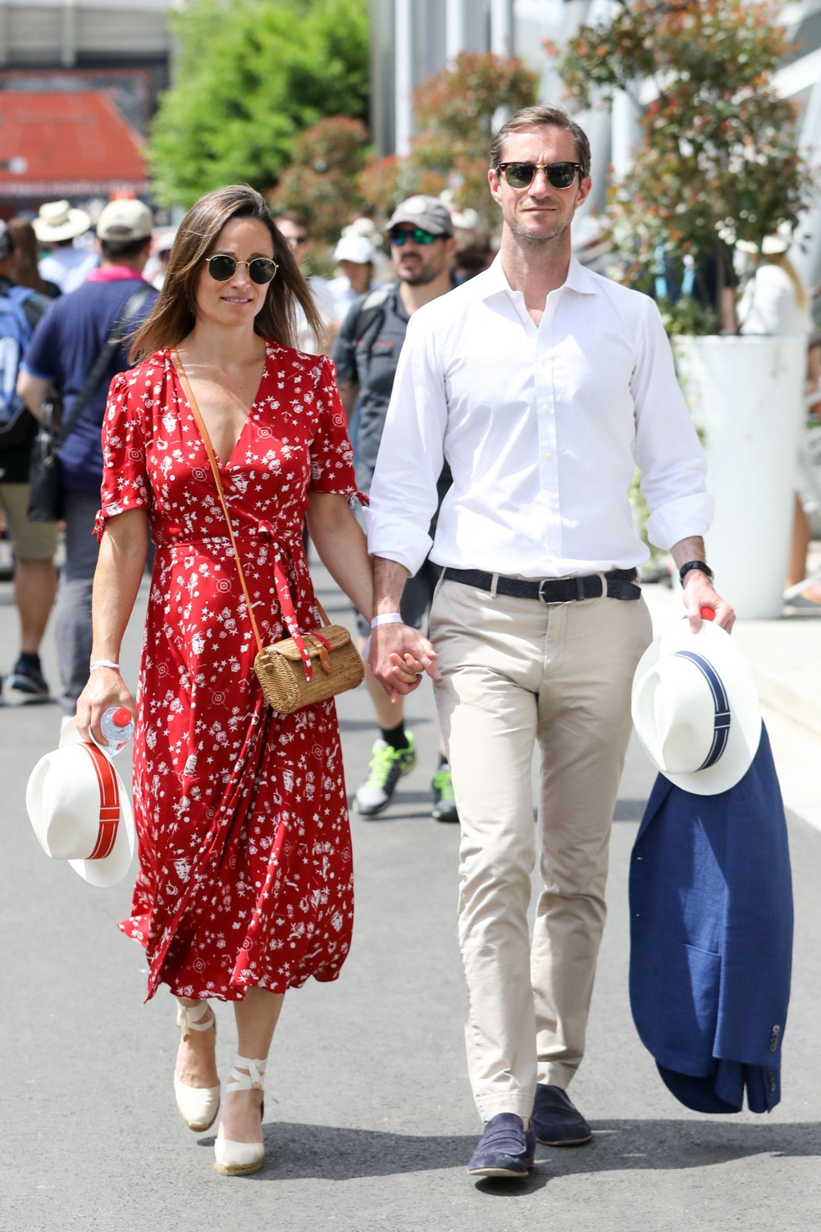 Pippa Middleton junto a su madrido, James Matthews, durante su visita...