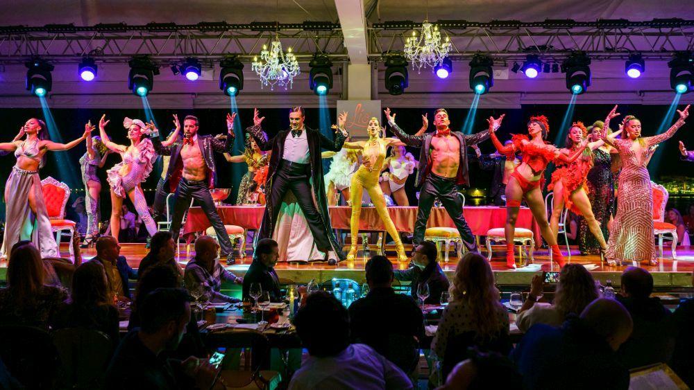 El show sobre el escenario de Lío Ibiza.