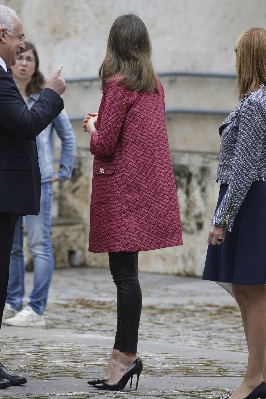 La Reina Letizia de espaldas.