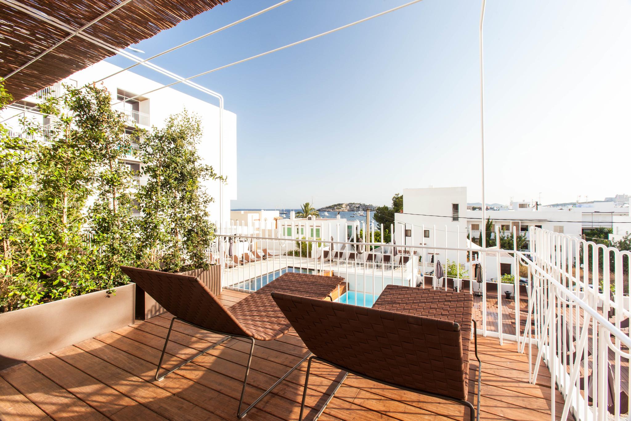 Una de las habitaciones deluxe del OD Talamanca en Ibiza.