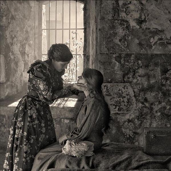 Natalia de Molina ( Elisa) y Greta Fernández ( Marcela) en el rodaje...