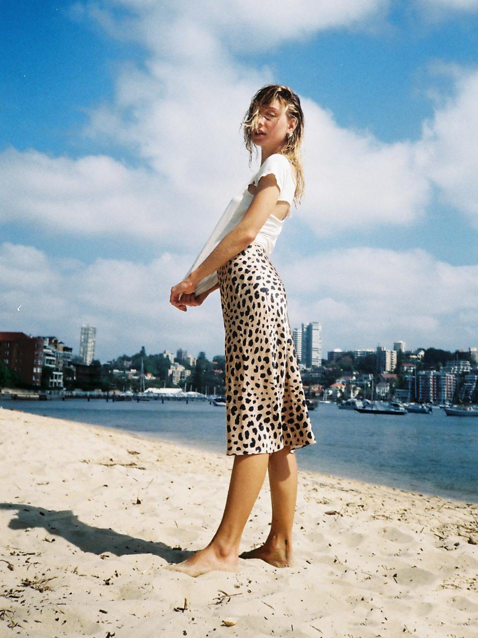 ffffb0d20 La falda (de leopardo) favorita de las parisinas está en Zara (Y ...
