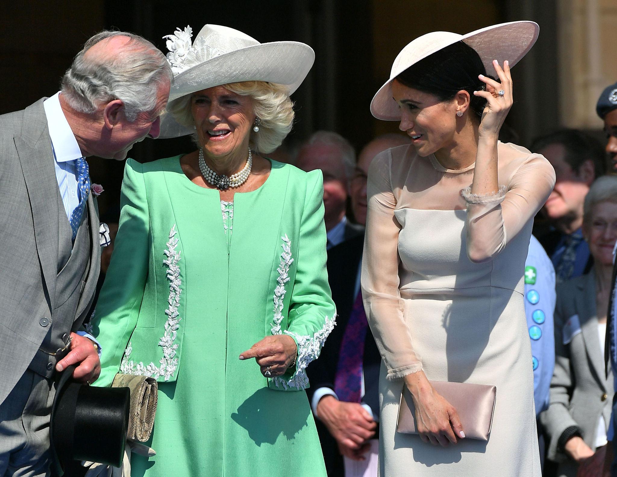 Meghan junto al príncipe Carlos y Camilla Parker.