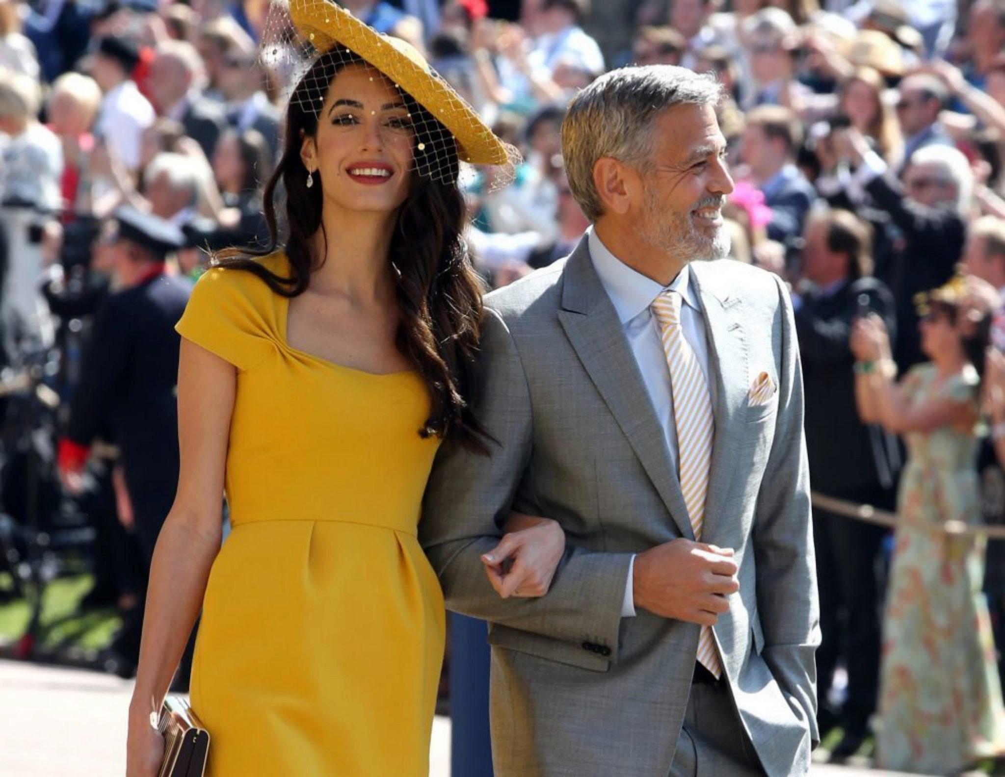 Amal y George Clooney llegando a la boda real.