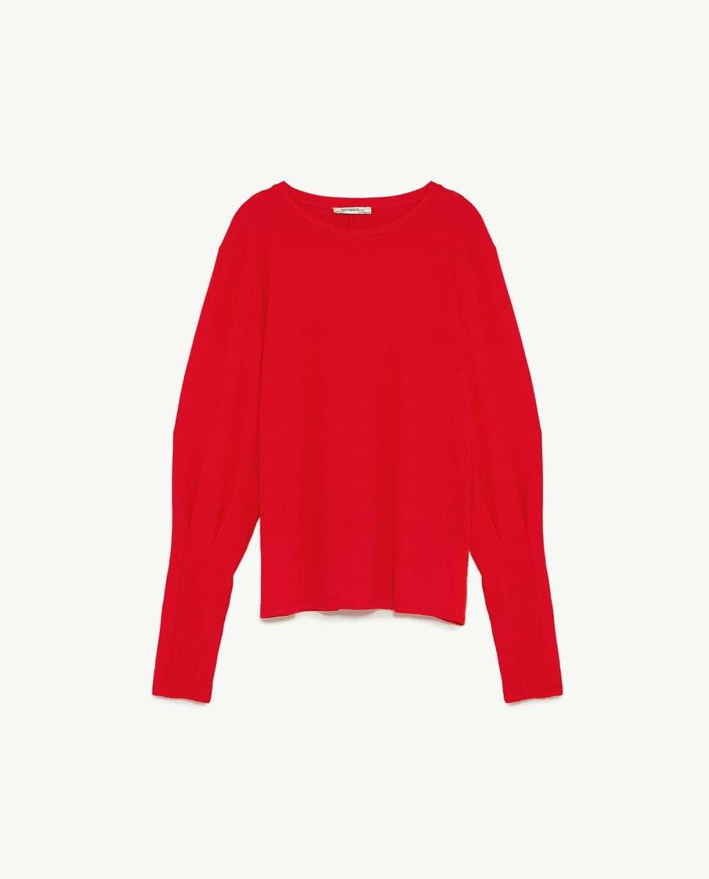 Jersey de mangas con pliegues de Zara (15,99 euros).