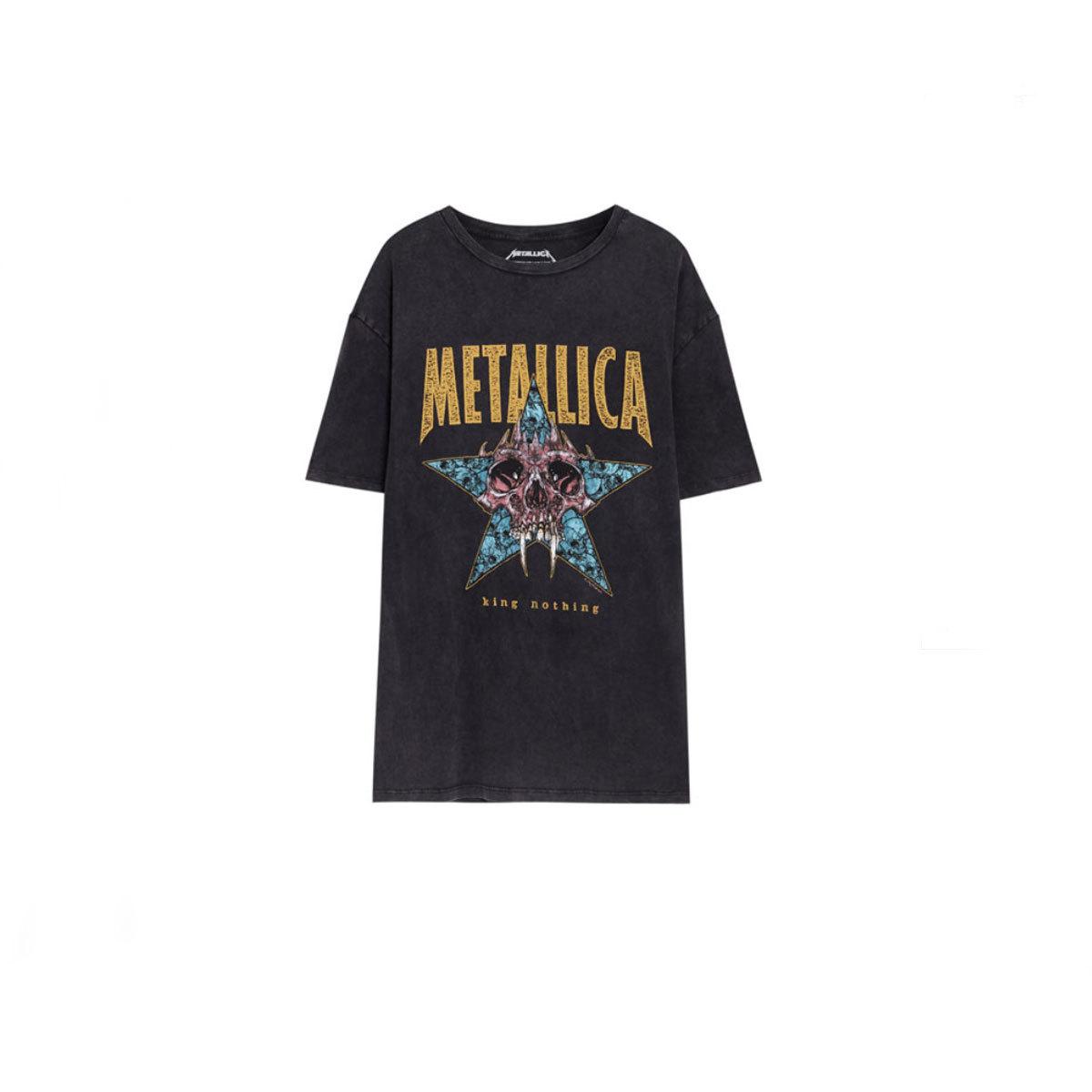 Camiseta de Metallica, de Pull&Bear (14,59 euros).