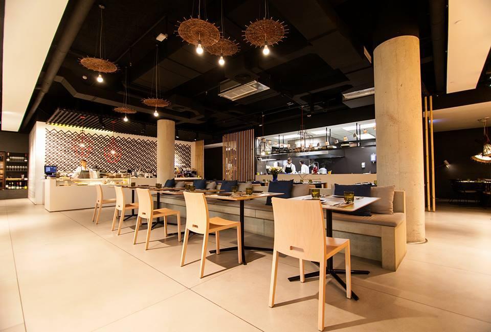 El interior de Ma Khin Café