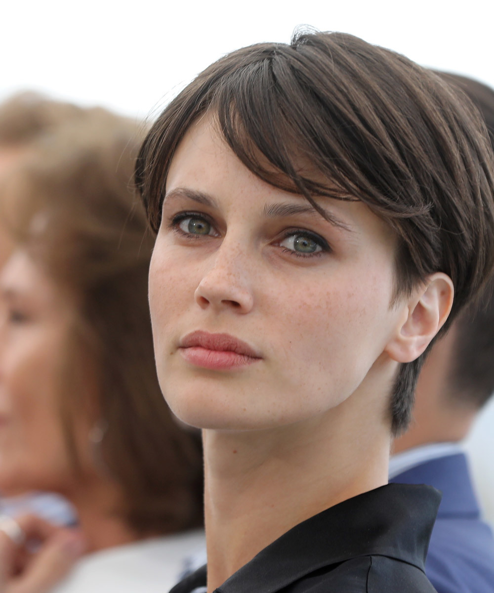 La actriz Marine Vacth presume de piel con efecto no make up impecable...