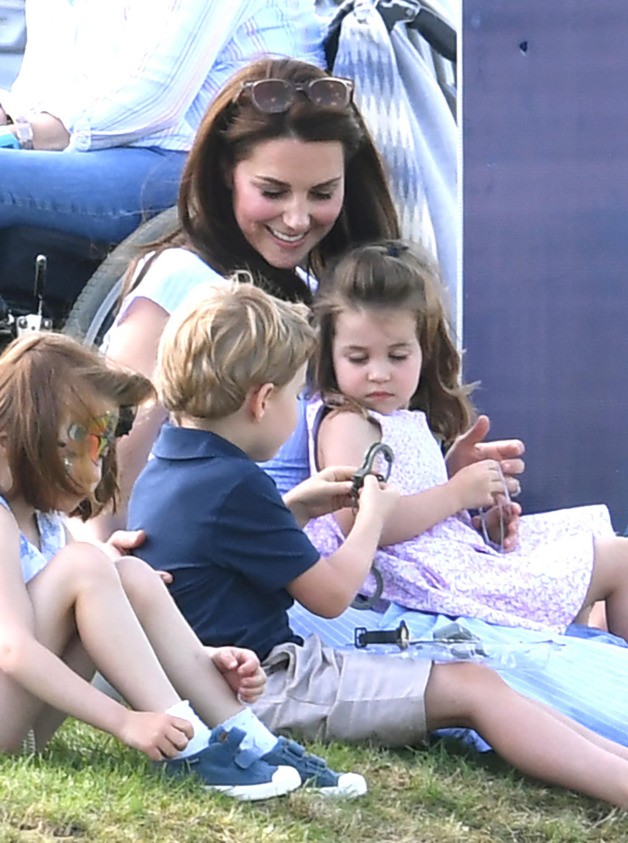 Kate Middleton no paró de jugar con George y Charlotte