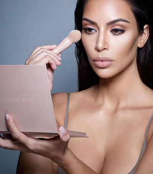 Kim Kardashian revela su truco definitivo para desmaquillarse. ¡Y lo...