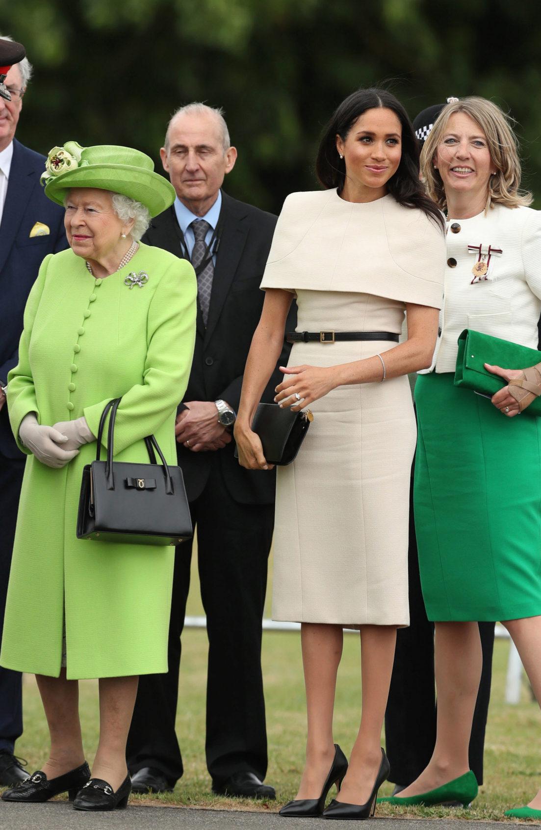 La reina Isabel II junto a Meghan Markle, duquesa de Sussex, en la...