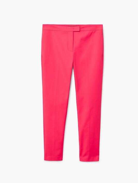 Pantalón pitillo algodón fucsia de Mango (25,99 euros).