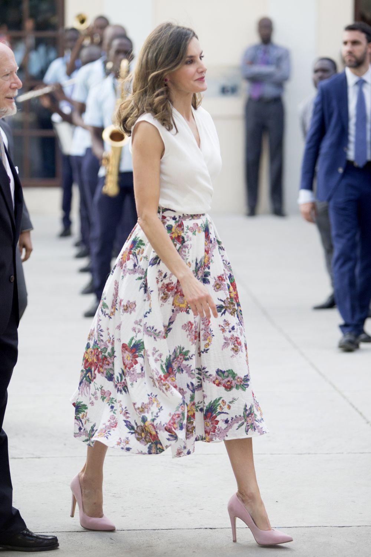 La reina Letizia con falda de Sweet Matitos.