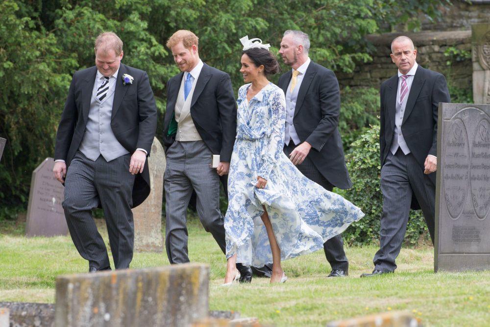 Meghan Markle y el príncipe Harry en la boda de Celia McCorquodale